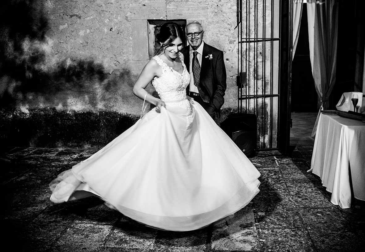 Weddings photographers Islas Baleares dance