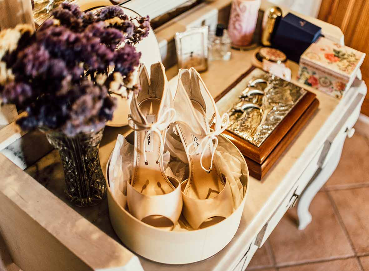 wedding photographer in Mallorca shoes