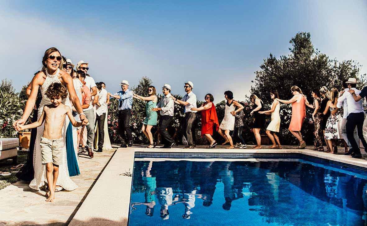 wedding photographer in Mallorca pool