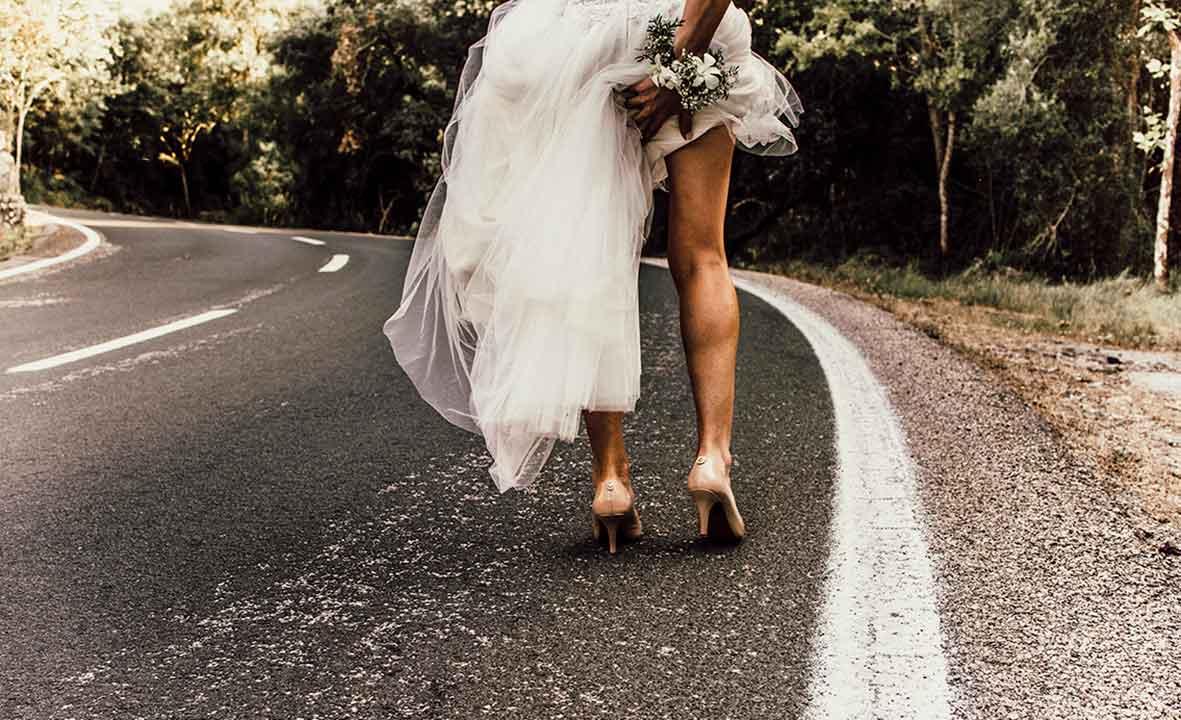 fotografos profesionales mallorca pareja boda carretera