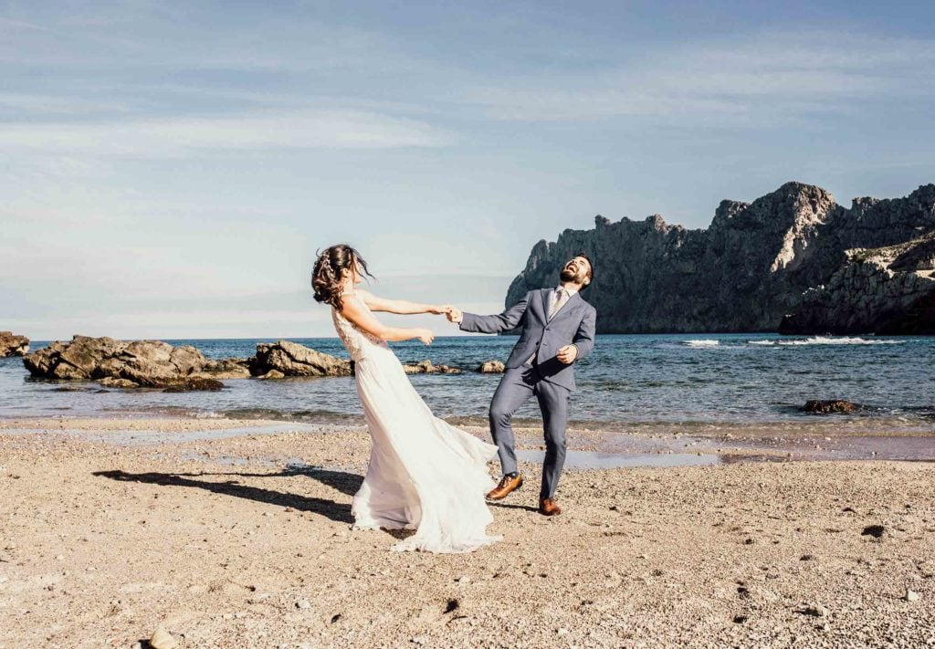 postwedding photographer mallorca in arms