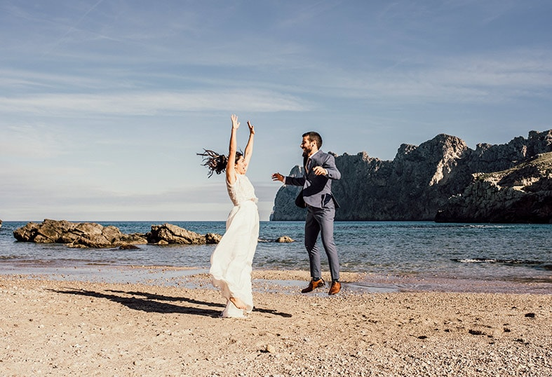 postwedding photographer mallorca jump
