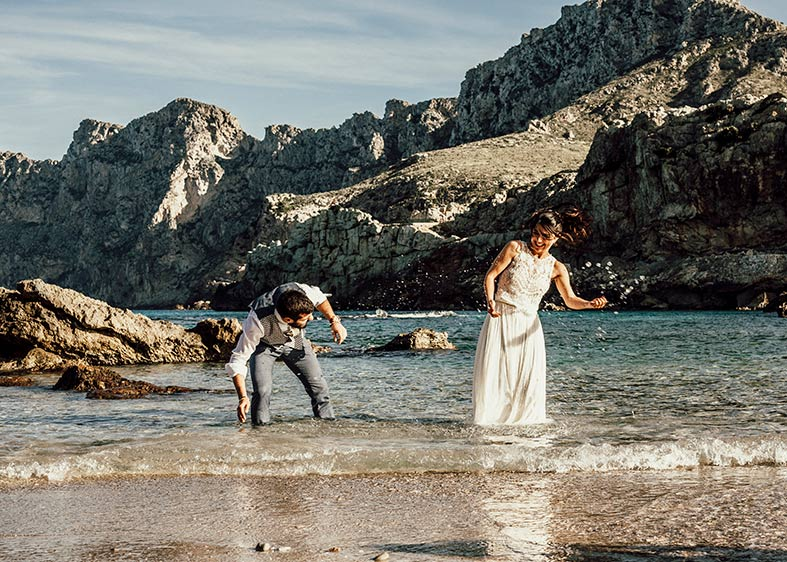postwedding photographer mallorca beach