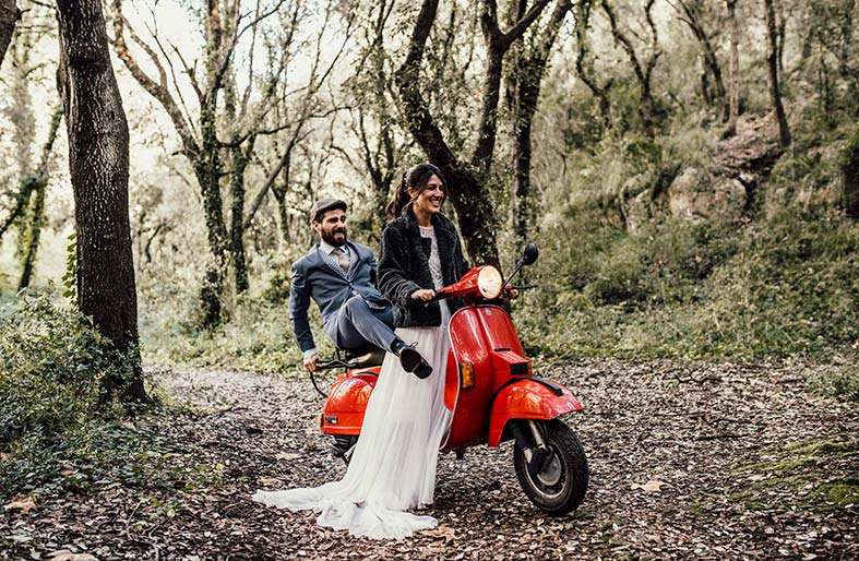 postwedding photographer mallorca vespa