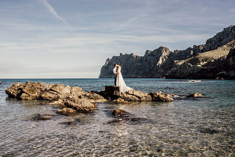 postwedding photographer mallorca rocks