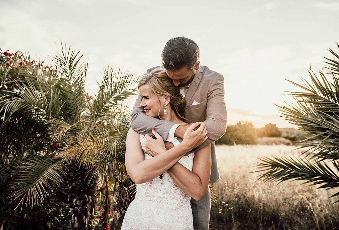 wedding photographers mallorca hug