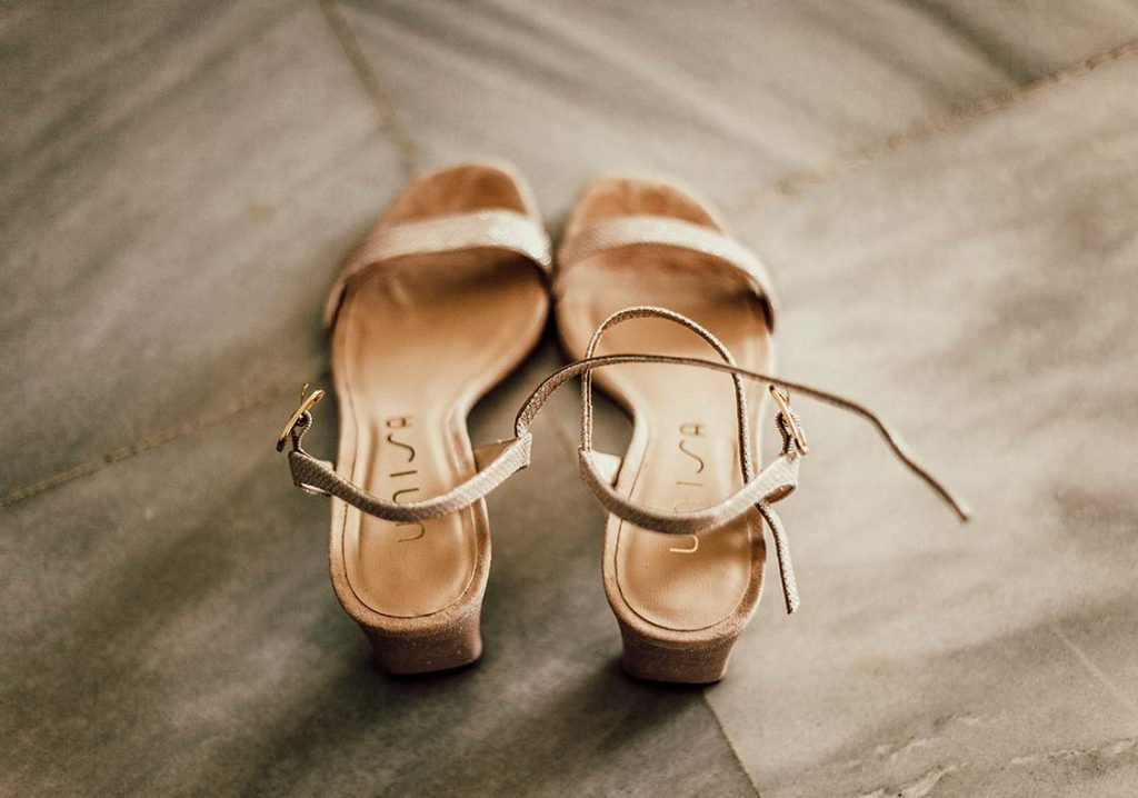 natural wedding photographer shoes