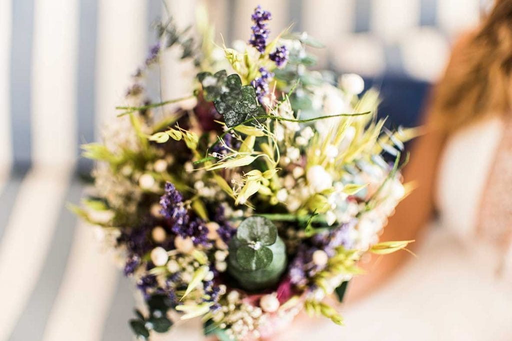 natural wedding photographer bouquet