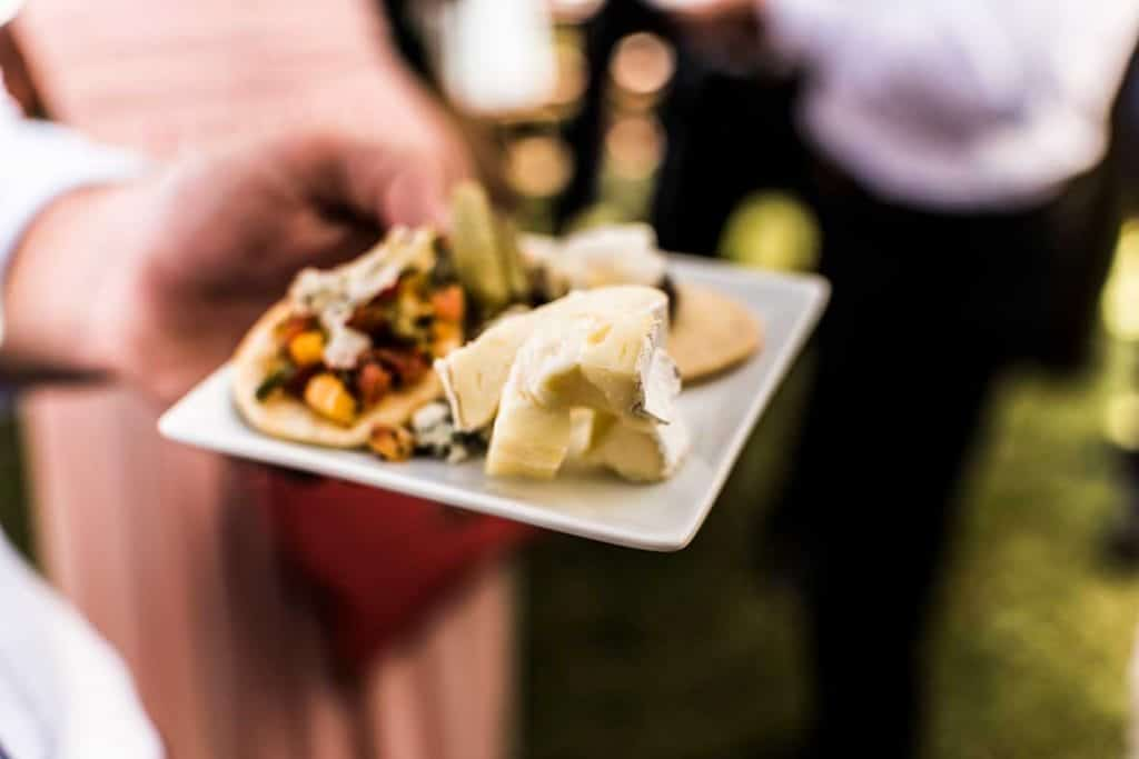 natural wedding photographer food