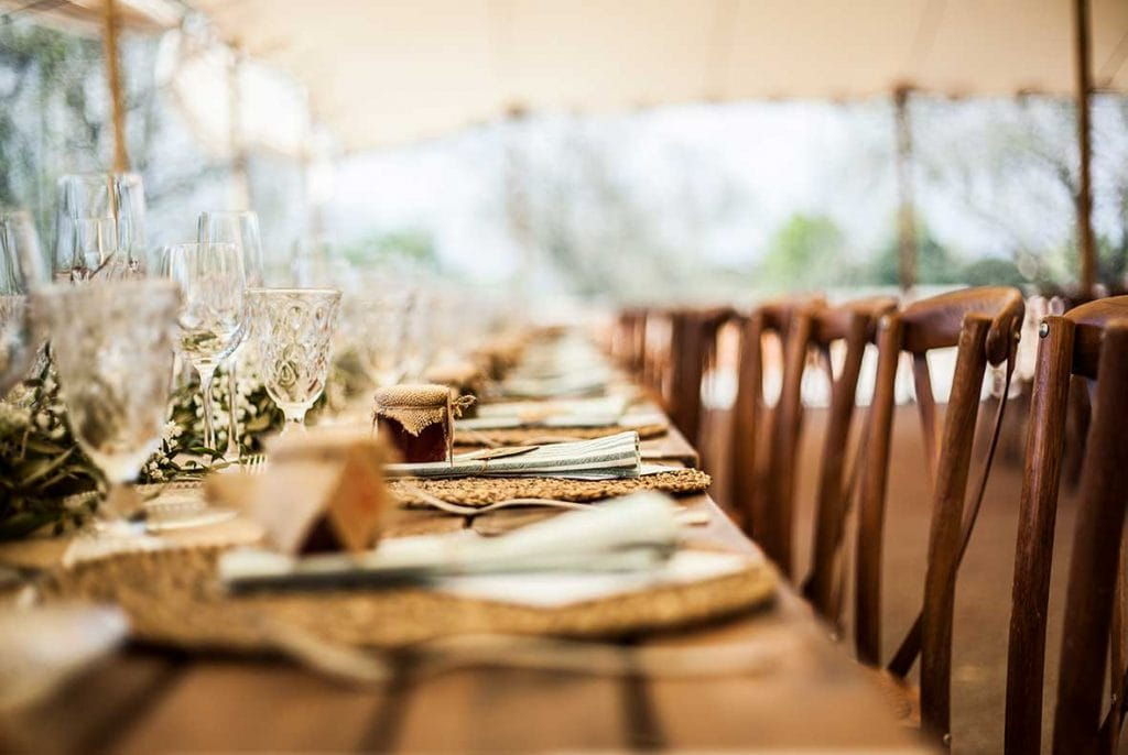 natural wedding photographer table