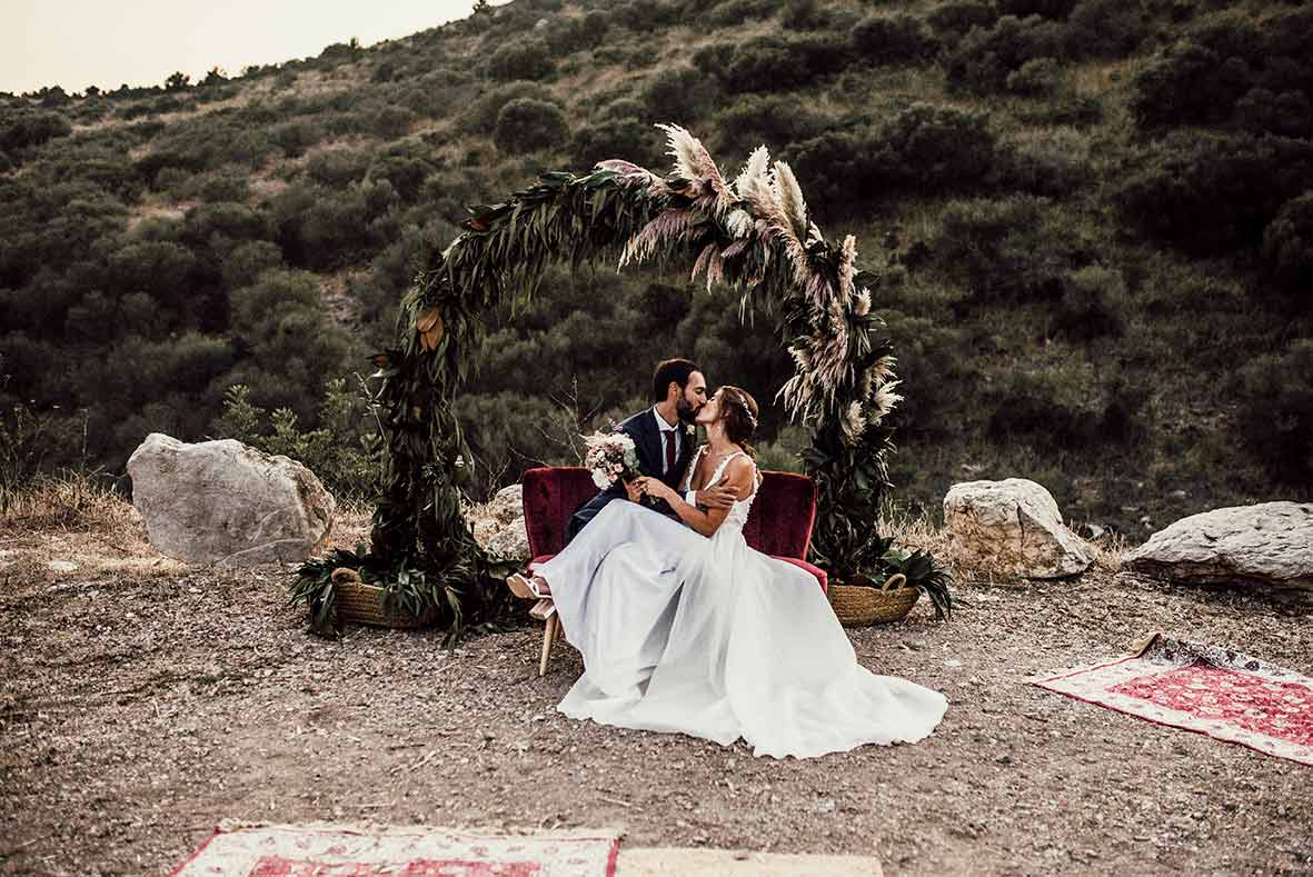 """ALT""wedding photographers in Mallorca sofa moment"