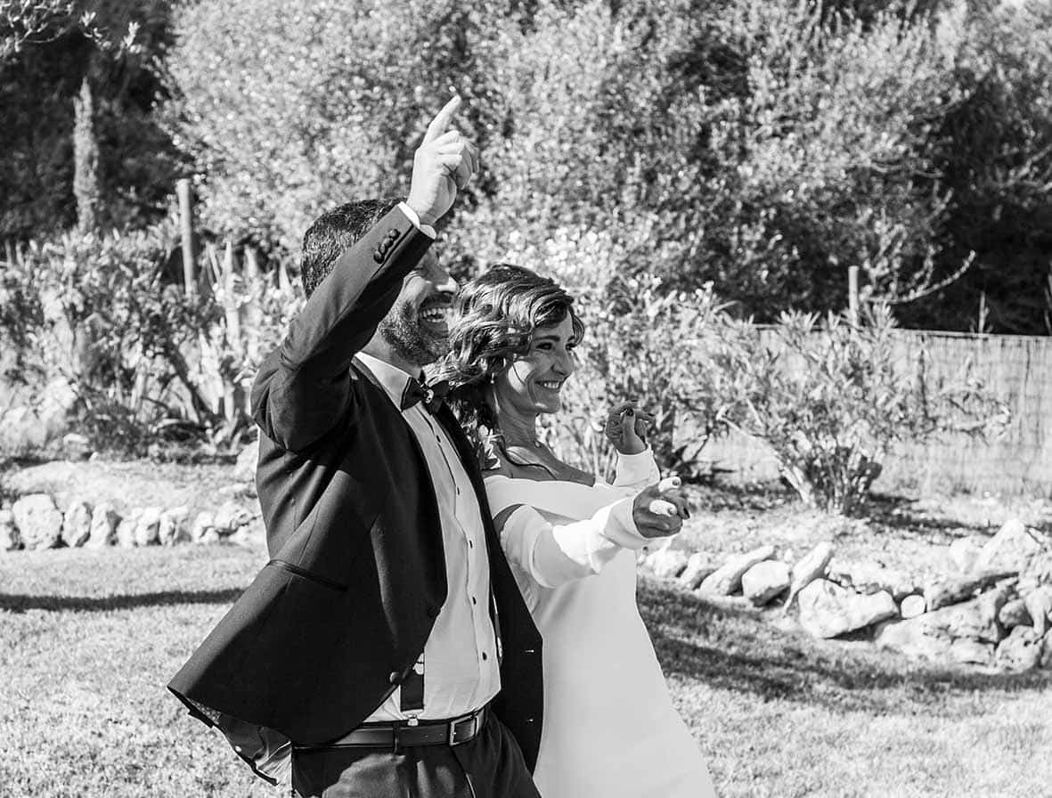 """ALT""wedding reportage in mallorca arms up"