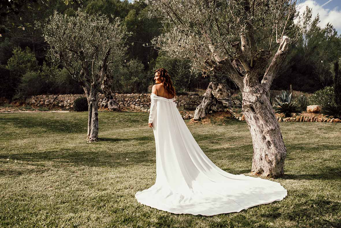 """ALT""wedding reportage in mallorca dress back"