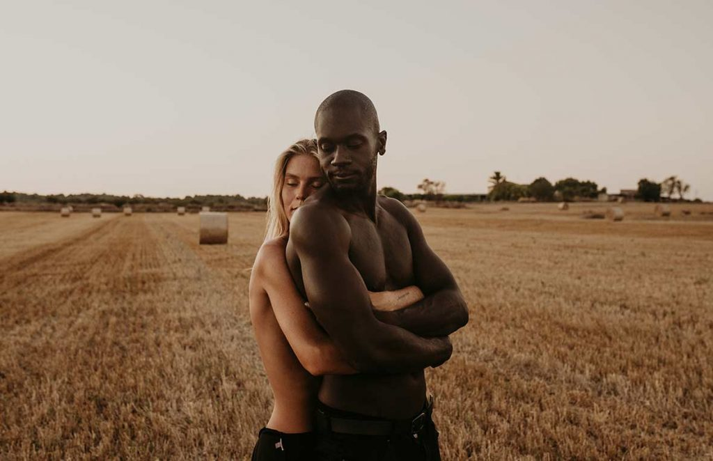 """ALT"" couple's photo shoot beautiful hug"""