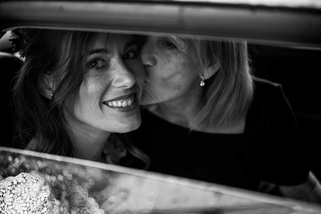 """ALT""fotógrafo de bodas mallorca 2021 beso de madre"""