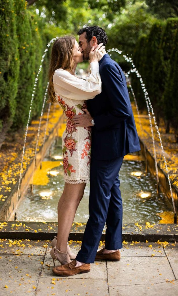 """ALT""elopement en mallorca beso en el jardín"""