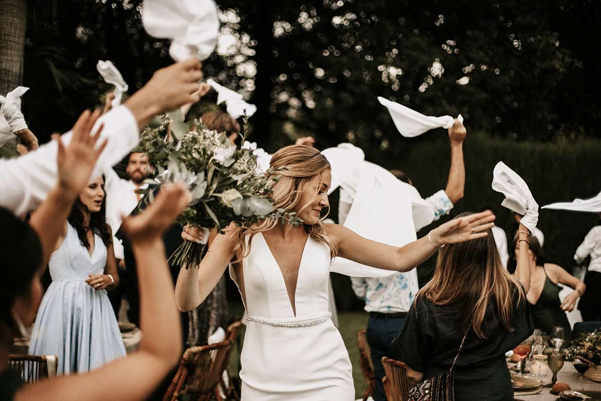 """""""ALT""""fotógrafo de boda finca comassema novia entrada banquete"""""""